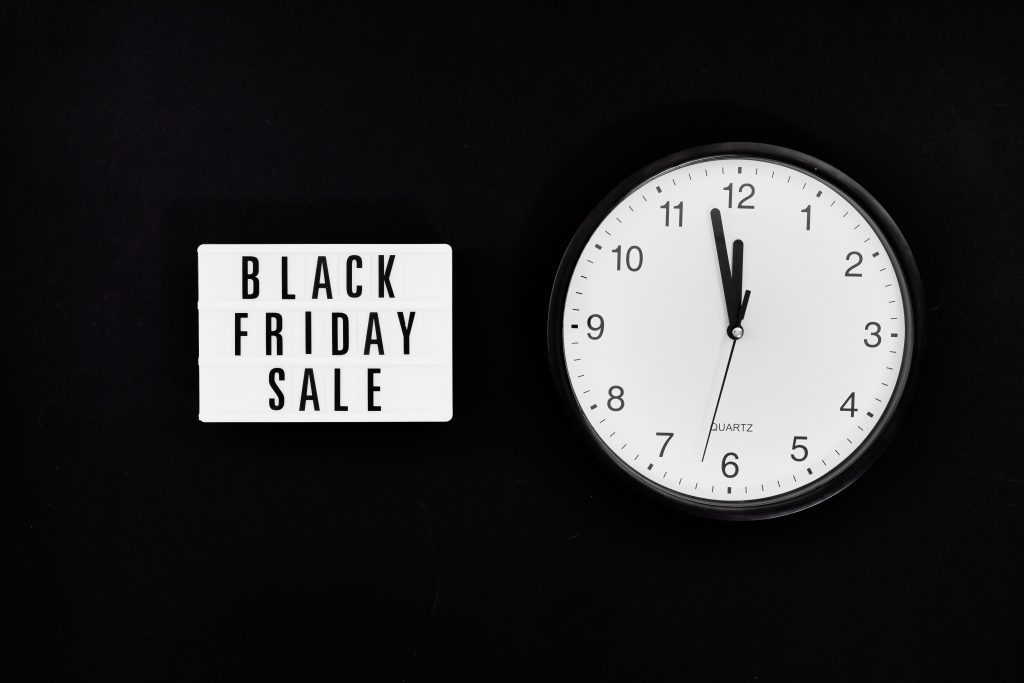"""Image showing a clock and the words """"Black Friday sale"""""""